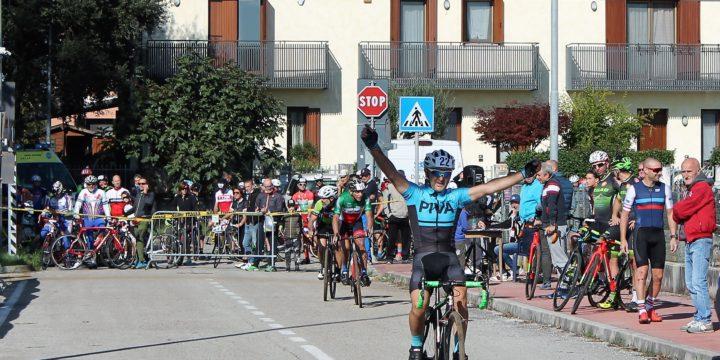 131 ciclocrossisti colorano Povegliano (TV)